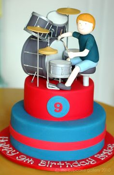 Örn Kjartansson Ben would love this cake! Drum Birthday Cakes, Drum Cake, Music Cakes, Tambour, Holiday Pies, Cake Topper Tutorial, Drummer Boy, Partys, Cake Designs