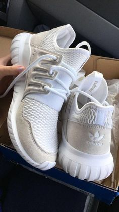 Adidas cream and white sneakers. Dream Shoes, Crazy Shoes, Shoes Sneakers, Shoes Heels, Pumps, Adidas Zx, Converse Sneakers, White Sneakers, Cute Shoes