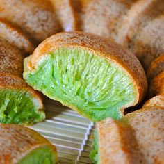 "VIETNAMESE PANDAN HONEYCOMB CAKE thick coconut milk can) sugar 6 eggs tapioca starch/flour 1 pack Alsa ""single acting"" baking powder drops pandan extract/paste. Vietnamese Dessert, Vietnamese Recipes, Asian Recipes, Sweet Recipes, Vietnamese Food, Vietnamese Cake Recipe, Dessert Recipes, Asian Snacks, Asian Desserts"
