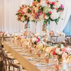 Can't stop, won't stop staring at this colourful summer #tablescape from @derosedesigns!