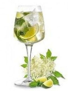 Hugo Cocktail: Prosecco, Splash of elderflower syrup to taste, A few fresh peppermint or spearmint leaves rubbed to release their aromatic oil, Top with a slice of lime, Optional – add a splash of sparking water to dilute the alcohol if desired Tonic Cocktails, Easy Cocktails, Cocktail Drinks, Cocktail Recipes, Alcoholic Drinks, Smoothie Drinks, Smoothies, Cocktails, Bon Appetit