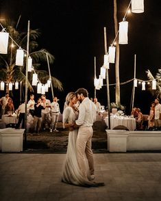 Yesterday Amelie and Bertrand got hitched! These two hotties celebrated a dreamy beach party surrounded by all their loved ones 💕 so in… Wedding Make Up, Wedding Blog, Wedding Styles, Wedding Planner, Wedding Gowns, Destination Wedding, Wedding Day, Beach Party, Amelie