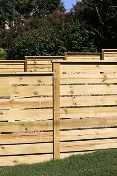 Read all about how to build this beautiful horizontal modern wood fence. Bower Power Blog