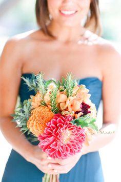 precioso y colorido ramo de novia o de dama de honor