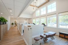 Family Chiropractic Associates holds grand opening of new space, with a design by Gawron Turgeon Architects. Clinic Interior Design, Design Salon, Clinic Design, Interior Design Portfolios, Chiropractic Office Decor, Family Chiropractic, Chiropractic Clinic, Dental Office Decor, Dental Office Design
