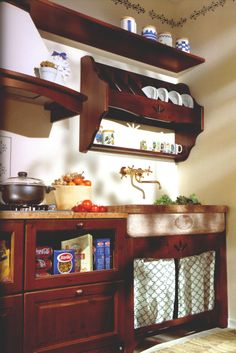 wwwmobilificiomaieronit 0433775330 cucina in legno massello di pino color noce