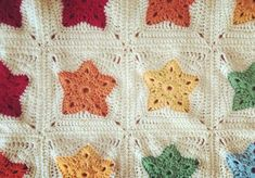 The pattern to square off your rainbow of stars is here! Rainbow of Stars part two. Crochet pattern.