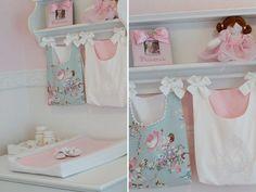 O quartinho da Lorena ganhou uma decoração provençal, com móveis da Tulipa Baby. A mamãe escolheu rosa, branco e azul para a composição do ambiente. Ficou