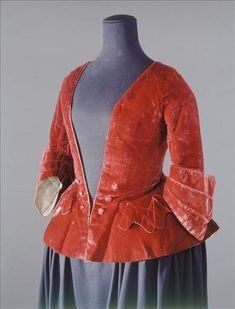 Between 1730/1740 | Cut velvet burgundy red silk | Liners | Unbleached linen | Ecru silk taffeta
