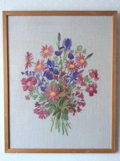 Blomsterbukett - Broderad väggbonad från Eva Rosenstand / Clara Waever