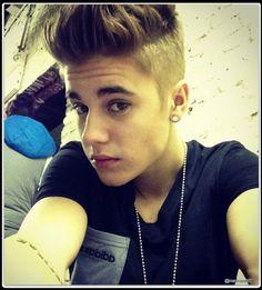 Justin Bieber taking a selfie Justin Bieber Singing, Fotos Do Justin Bieber, I Love Justin Bieber, Cr7 Jr, Teen Mom 2, Justin Bieber Wallpaper, Gay, Snapchat Picture, Raining Men