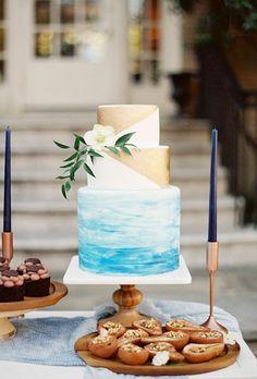 tort-de-nunta-ombre-cu-bleu-alb-si-auriu.jpg (800×1182)