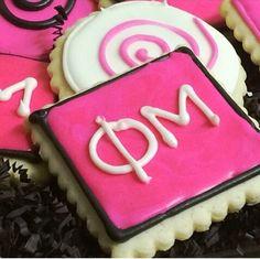 Phi Mu Cookies Phi Mu Crafts, Sorority Gifts, Cookie Designs, Sweet Tooth, Cupcake Cookies, Sweet Treats, Cookie Decorating, Lions, Fun Things