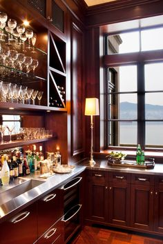 Ideas For Home Bar Design Ideas, Pictures, Remodel, and Decor - page 16 Kitchen Butlers Pantry, Butler Pantry, Traditional Family Rooms, Traditional House, Restaurant Bar, Wet Bar Designs, Home Pub, Dark Wood Cabinets, Shops