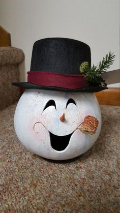 Lighted gourd snowman head/ by lindajdesigns on Etsy Decorative Gourds, Hand Painted Gourds, Christmas Projects, Holiday Crafts, Wooden Snowmen, Primitive Snowmen, Primitive Crafts, Primitive Christmas, Country Christmas