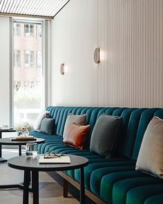 Tufted banquette seating restaurant design new ideas Banquette Seating Restaurant, Booth Seating In Kitchen, Corner Seating, Cafe Seating, Floor Seating, Lounge Seating, Banquet Seating, Office Seating, Lounge Chairs