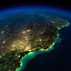 As Incríveis Fotografias Noturnas da NASA                            Litoral do Brasil e parte do interior