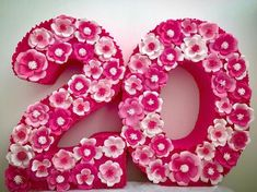 How about doing decorated numbers for your next party? Can be decorated with artificial flowers or natural, tissue paper, balloons, among others. Flower Letters, Diy Letters, Paper Backdrop, Diy Backdrop, Best Birthday Quotes, Ideas Para Fiestas, Paper Roses, Baby Shower Parties, Birthday Decorations