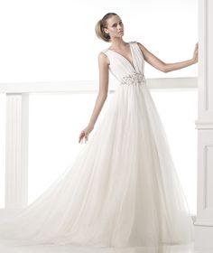 CASTILLEJO - Robe de mariée en gaze et organdi. Pronovias 2015 | Pronovias
