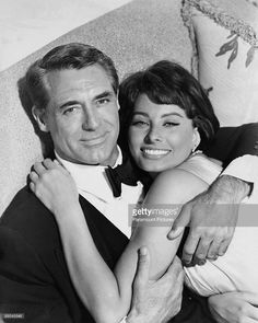 British-American actor Cary Grant (1904 - 1986) with Italian actress Sophia Loren, his co-star in 'Houseboat', 1958.