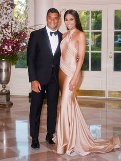 Star Tracks: Wednesday, April 29, 2015 | GLAM IN GOLD | Seattle Seahawks quarterback Russell Wilson and singer Ciara make a statement at the White House on Tuesday for a state dinner honoring Japanese Prime Minister Shinzo Abe and his wife, Akie Abe.