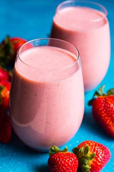 Healthy Strawberry Smoothie Recipe with frozen strawberry, almond milk, banana and a secret ingredient for a nutrition punch. Smoothie Recipes With Yogurt, Smoothie Recipes For Kids, Protein Smoothie Recipes, Breakfast Smoothie Recipes, Strawberry Smoothie, Strawberry Recipes, Smoothie Diet, Healthy Smoothies, Diet Breakfast