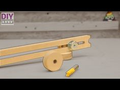 How to make an Easy Adjustable Circle JIG for Router Table Router Table Fence, Diy Projects Plans, Innovation, Innovative Ideas, Easy, How To Make, Garage, Tools, Youtube