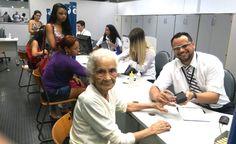 Dona Saturnina Paiva de Souza, de 104 anos, tirou a 2ª via do seu RG no Poupatempo Osasco e vai começar o ano com os documentos em dia.