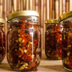 Deshidratado de Ají, conservado en aceite de oliva y romero. Exquisito! Sin conservantes ni preservantes. El sabor único de casa!