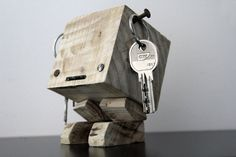 Key MANCHULA wooden pallet gross by YvaRDesigN on Etsy