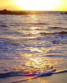 Sunset on the waves #maui #hawaii www.menehunemaps.com