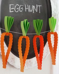 Looking for Easter crafts for kids? Try this paper carrot garland for a fun and easy decoration!