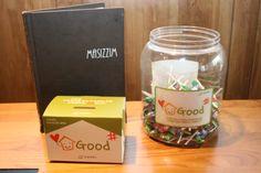고객들에게 막대사탕을 공짜로 드리고 있는데, 이를 굿샵 저금통과 함께 두어 고객들도 아이들에게 나눔을 실천 할 수 있도록 나눔이벤트를 진행하고 있습니다!!