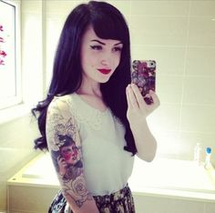 Rockabilly pinup. Love her hair and makeup
