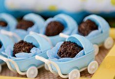 brigadeiro gourmet como lembrancinha em carrinhos de bebê de plástico