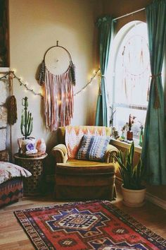 Curtains and rug Bohemian Style Home, Bohemian Living, Boho Living Room, Style At Home, Boho Chic, Living Room Decor, Bedroom Decor, Bohemian Rug, Bohemian Interior