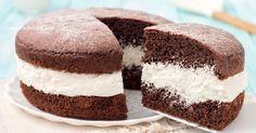 La torta paradiso al cioccolato è un dolce al cacao strepitoso, è sofficissima ed è farcita con una crema al latte veloce, senza cottura e cremosissima!