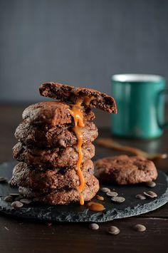Cookies de chocolate rellenas de nutella y caramelo
