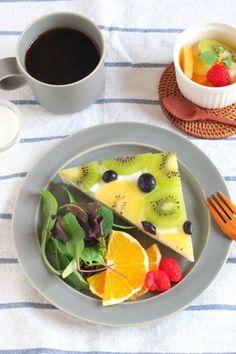 パンとフルーツが一緒に摂れる「フルーツオープンサンド」もおすすめ。たっぷりフルーツを食べて気分もシャキッと。