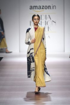 Shopzters | Time to follow the 'Shirt Jacket' Trend! Saree Draping Styles, Saree Styles, Fashion Show Dresses, Fashion Outfits, Saree Blouse Designs, Kurta Designs, Blouse Patterns, Saree Wearing, Indian Attire