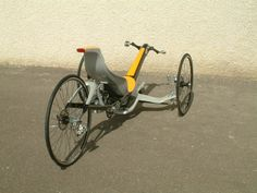 www.curve-bike-engineering.com  leaning trike 2006