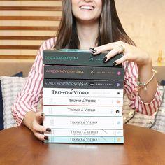 """2,455 curtidas, 89 comentários - Paola Aleksandra (@livrosefuxicos) no Instagram: """"É livro maravilhoso que você quer? Se tem uma coisa que venho repetindo nos últimos meses é o meu…"""" I Love Books, Books To Read, My Books, Aesthetic Videos, World Of Books, Sarah J, Book Title, Book Of Life, Hush Hush"""