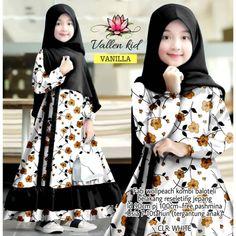 Dresses Kids Girl, Girl Outfits, Kids Abaya, Baby Hijab, Cute Kids Photos, Hijab Tutorial, Muslim Fashion, Clothing Patterns, Kids Girls