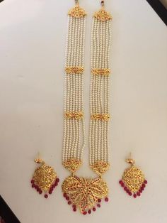Hyderabadi long rani haar with leaf earrings in rubies – Deccan Pearls and Jewel… - Christmas-Desserts Pearl Bridal Jewelry Sets, Indian Jewelry Sets, Indian Wedding Jewelry, Bridal Jewellery, Pearl Jewelry, Gold Bangles Design, Gold Jewellery Design, Jewelry Design Earrings, Necklace Designs