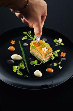 Mille-Feuille von Kartoffeln, Pfifferlingen und Kräutern #plating #presentation