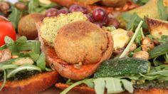 Glutenfreies Oliven- und Tomaten-Ciabatta mit Falafel (Rezept)  #glutenfrei #schnitzer #vegan #rezept #vegetarisch  http://www.schafschoki.de/shop/index.php?stoken=2EC122DD&force_sid=&lang=0&cl=search&searchparam=schnitzer+ciabatta&searchcnid=&searchmanufacturer=