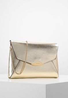 Gold Clutch, Envelope Clutch, Jimmy Choo, Clutches, Messenger Bag, Party, Chain, Bags, Inspiration