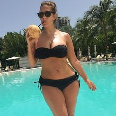 Ashley Graham is my newest obsession! --- 30 Snaps That Prove Ashley Graham Is Ridiculously Sexy Ashley Graham Instagram, Moda Feminina Plus Size, Non Blondes, Mein Style, Actrices Hollywood, Trendy Swimwear, Curvy Models, Beautiful Curves, Beautiful Body