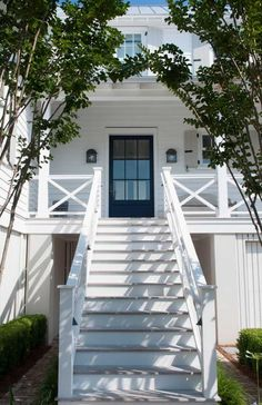 Do you ever wonder what makes a home exterior visually appealing? There are certain design lessons that we can all use when it comes to our homes exterior design. Beach Cottage Style, Coastal Cottage, Coastal Homes, Beach House Decor, Front Stairs, Front Porch Railings, Entry Stairs, Front Deck, Front Porches