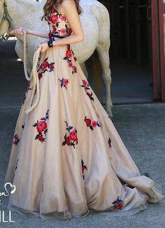 Vestidos alternativos para las novias http://bodatotal.com/blog